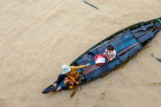 thumb_wet-water-refugees-cambodia-tonle-sap-lake-ship-3452976_1024